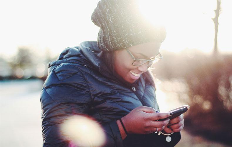 Woman trys Huawei Mate 30 pro